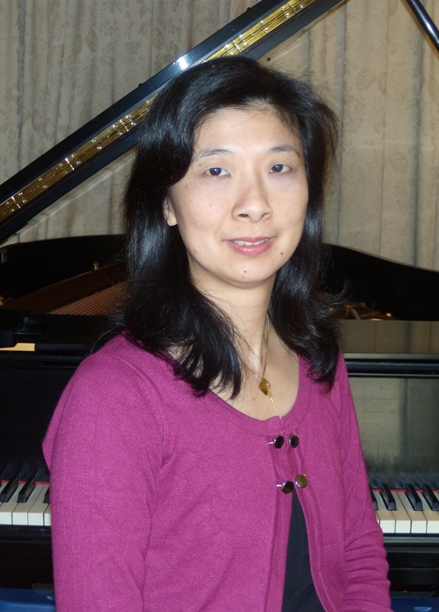 Christina teaches private and group keyboard and piano classes