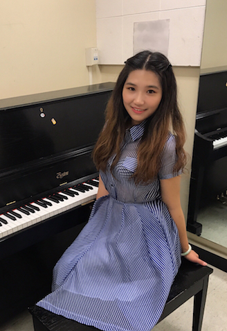 Rachel teaches keyboard and piano classes